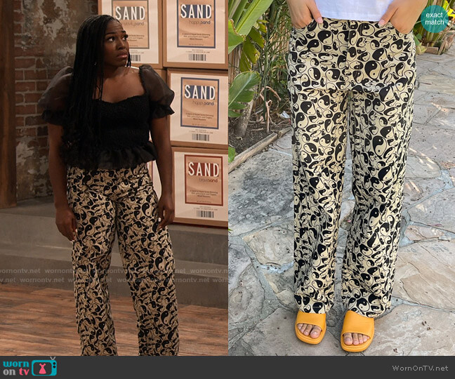 Holiday the Label Vacation Pants in Tan Well Balanced worn by Harper (Laci Mosley) on iCarly