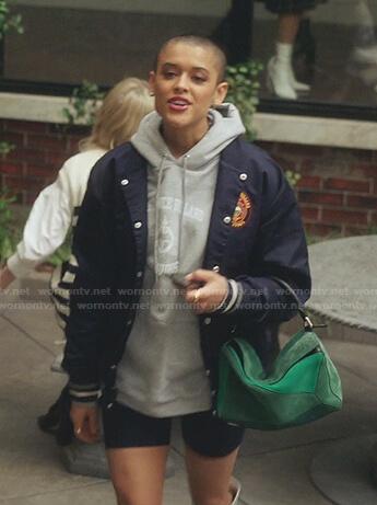 Julien's navy bomber jacket and green bag on Gossip Girl