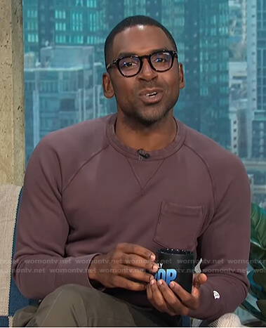 Justin's brown pocket sweatshirt on E! News Daily Pop