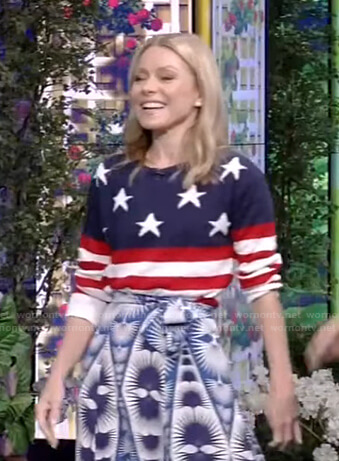 Kelly's american flag top on Live with Kelly and Ryan