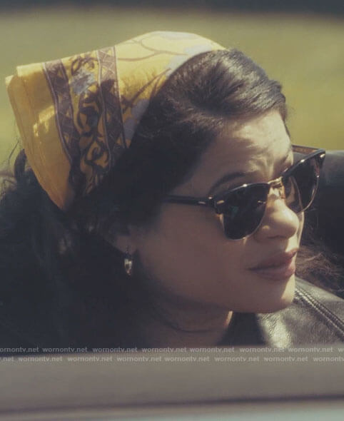 Mel's yellow floral scarf and sunglasses on Charmed
