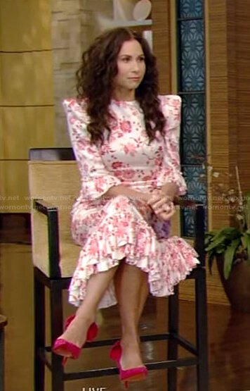 Minnie Driver's white floral pleated hem dress on Live with Kelly and Ryan