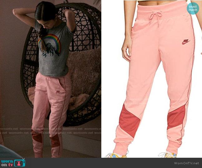 Nike Windrunner Jogger Lounge Pants worn by Nini (Olivia Rodrigo) on High School Musical The Musical The Series