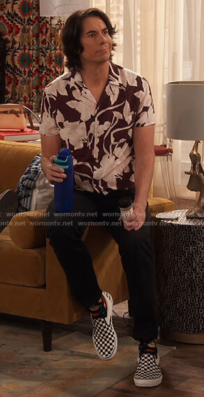Spencer's burgundy floral shirt on iCarly