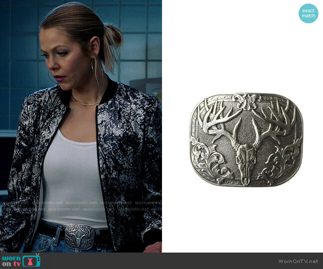 Nocona Bone Collector Rounded Square Buckle worn by Isobel Evans-Bracken (Lily Cowles) on Roswell New Mexico