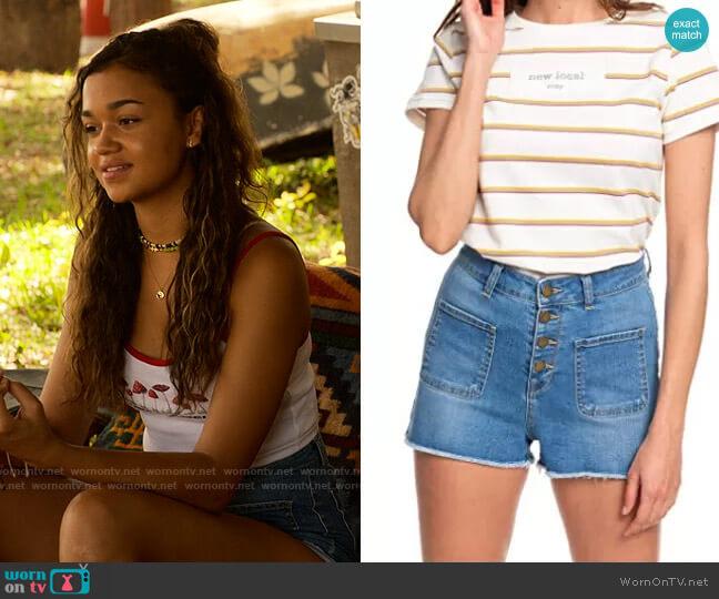 Roxy The Sun Shines Denim Shorts worn by Kiara Carrera (Madison Bailey) on Outer Banks
