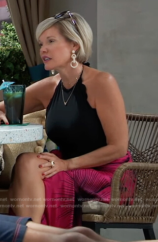 Ava's black scalloped swimsuit and sandals on General Hospital