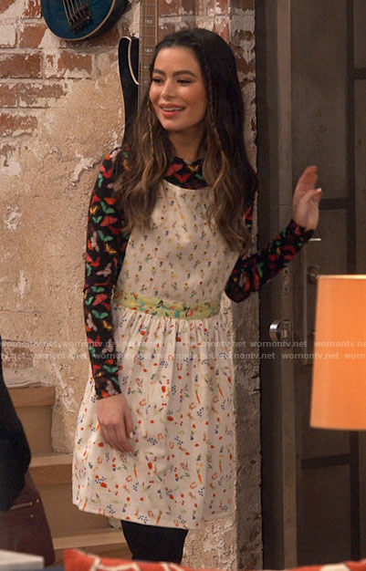 Maeve's floral ruffled top on iCarly