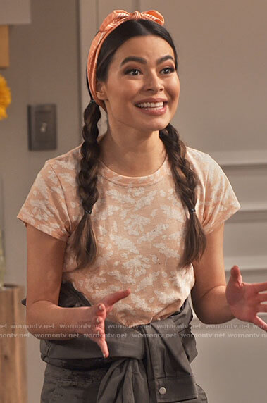 Carly's peach floral tee on iCarly