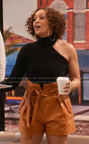 Cocoa's black one-shoulder top and paperbag waist leather shorts on Family Reunion