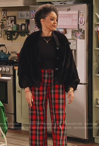 Cocoa's red plaid pants on Family Reunion