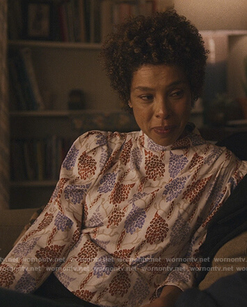 Elizabeth's white floral print puff sleeve blouse on Modern Love
