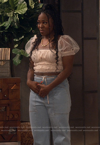 Harper's short sleeve tulle crop top and jeans on iCarly