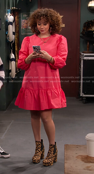 Jade's pink poplin dress and leopard ankle boots on Family Reunion