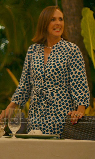 Kitty's white and blue printed shirtdress on The White Lotus