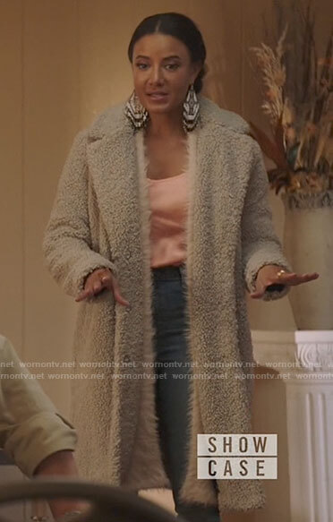 Maria's grey teddy coat on Roswell New Mexico