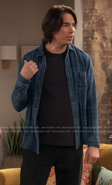 Spencer's blue plaid shirt on iCarly