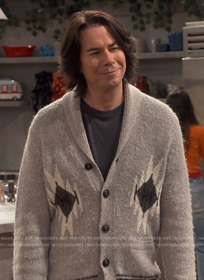 Spencer's grey printed cardigan on iCarly