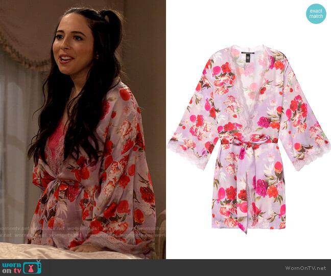 Victorias Secret Floral Kimono worn by Brooke (Esther Povitsky) on iCarly