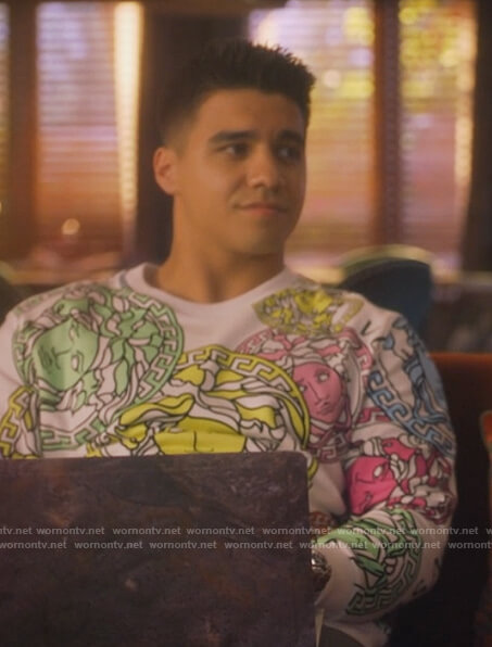 Vivek's white Medusa print sweatshirt on Grown-ish