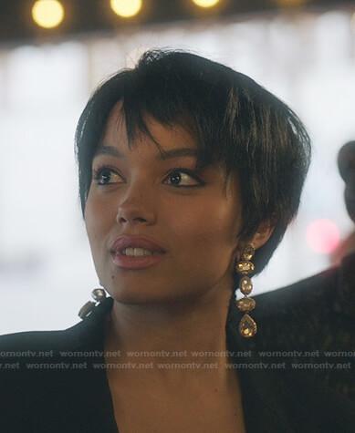 Zoya's drop earrings on Gossip Girl