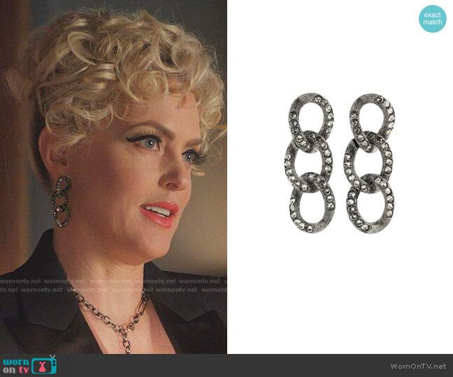 Chain Lin Earrings by Oscar de la Renta worn by Alexis Carrington (Elaine Hendrix) on Dynasty