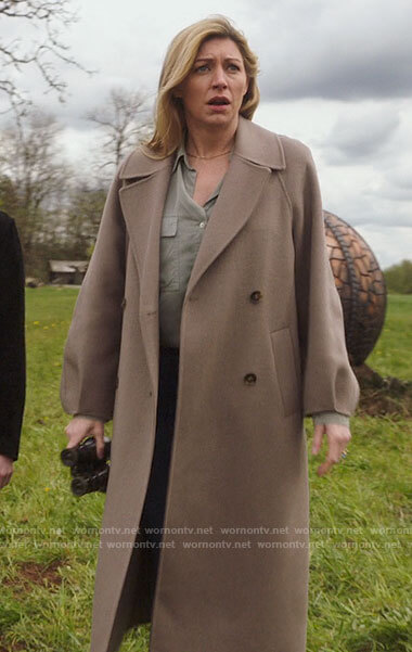 Ava's taupe oversized coat on Legends of Tomorrow