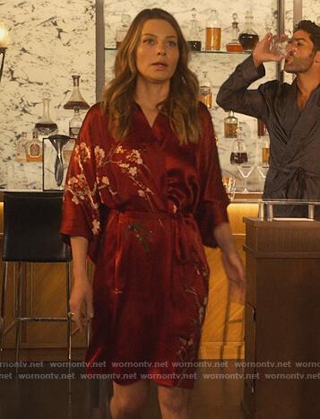 Chloe's burgundy floral robe on Lucifer