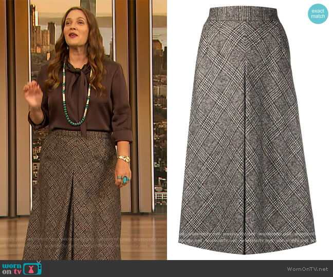 Glend plaid longuette skirt by Dolce & Gabbana worn by Drew Barrymore  on The Drew Barrymore Show