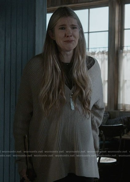 Doris's v-neck beige sweater on American Horror Story