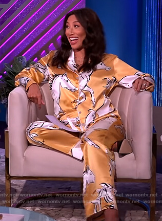 Jeannie's yellow horse print pajamas on The Real