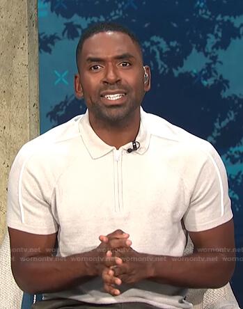 Justin's light grey zip polo shirt on E! News Daily Pop