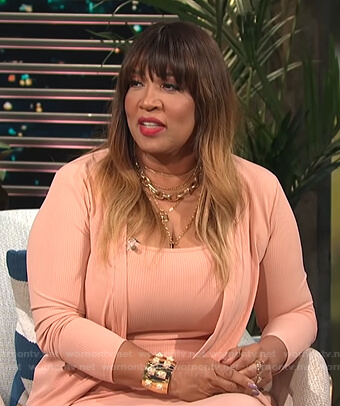 Kym's pink ribbed top and cardigan on E! News Daily Pop