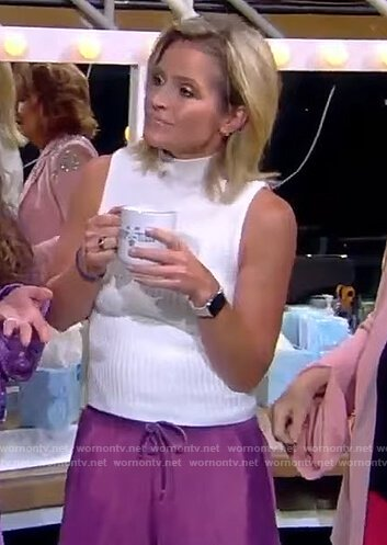 Sara's purple shorts and slippers on The View
