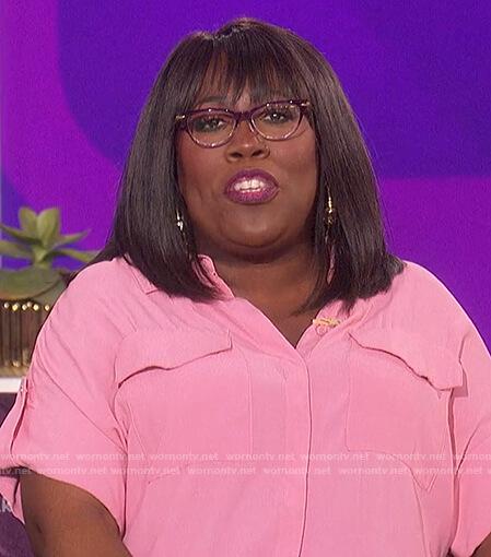 Sheryl's pink short sleeve shirt on The Talk
