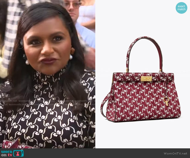 Lee Radziwill Bag by Tory Burch worn by Mindy Kaling on E! News Daily Pop
