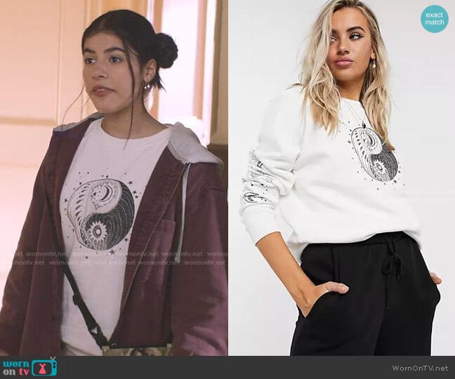 Moon Sweatshirt by Topshop worn by Dawn Schafer (Kyndra Sanchez) on The Baby-Sitters Club
