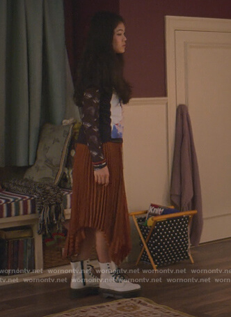 Claudia's pleated asymmetric skirt on The Baby-Sitters Club