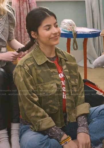 Dawn's red tee and camo jacket on The Baby-Sitters Club