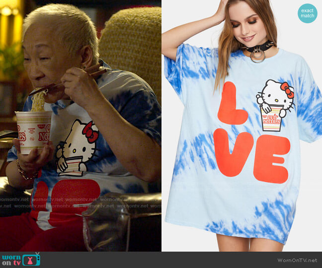 Hello Kitty x Cup Noodles Tie Dye Love tee worn by Grandma (Lori Tan Chinn) on Awkwafina is Nora From Queens
