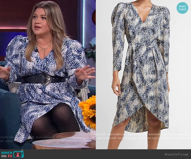 Printed Puff Sleeve Midi Dress by Express worn by Kelly Clarkson  on The Kelly Clarkson Show