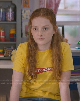 Mallory's yellow 1 Studio print tee on The Baby-Sitters Club