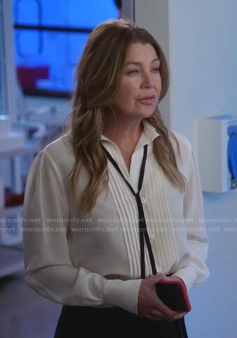 Jo's green textured v-neck knit sweater on Greys Anatomy