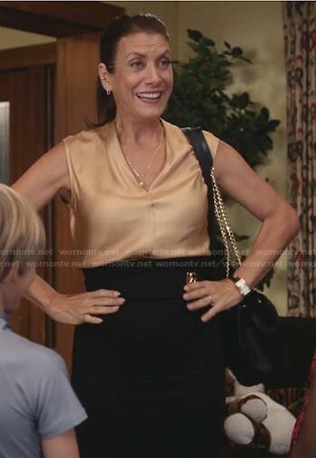 Addison's beige v-neck top and black pencil skirt on Greys Anatomy