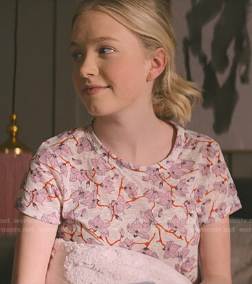 Stacey's pink floral tee on The Baby-Sitters Club