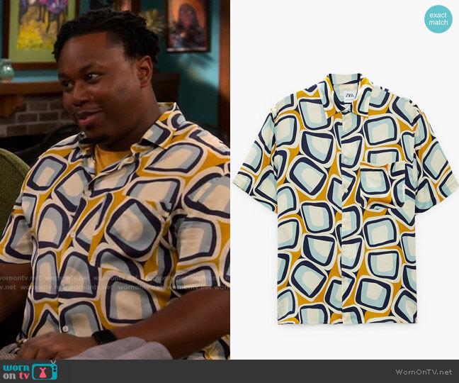 Zara Geometric Print Shirt worn by Marty (Marcel Spears) on The Neighborhood